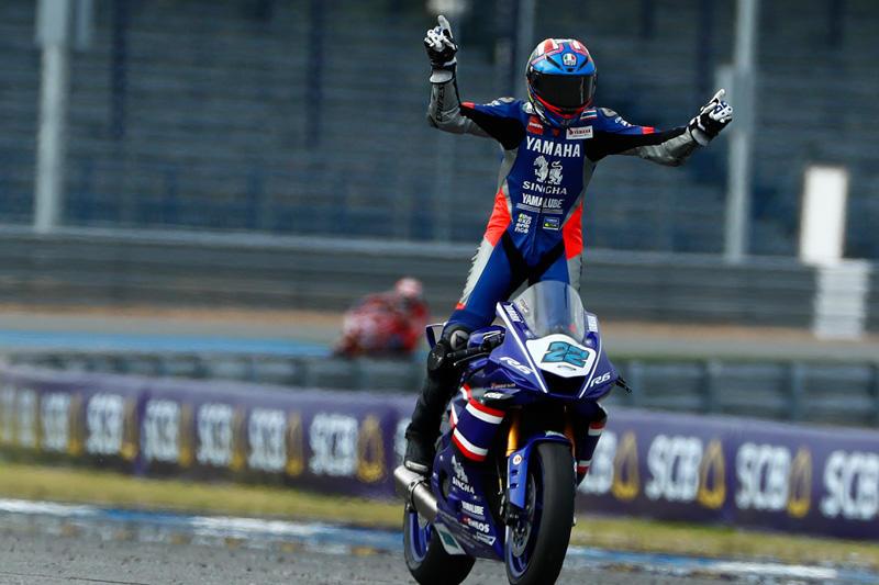 SS600 レース1:新型YZF-R6でワイルドカード参戦、初優勝を遂げた#22 Apiwat Wongthananon (Yamaha Thailand Racing Team)