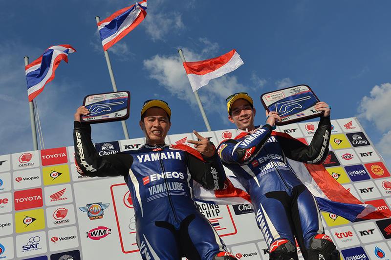 SS600 Race 1: #56 Ratthapong Wilairot & #24 Decha Kraisart (Yamaha Thailand Racing Team)