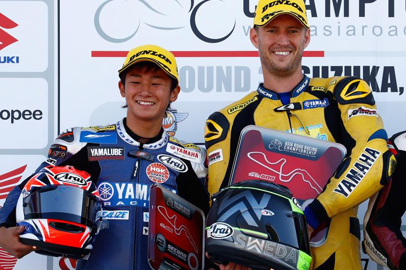 SS600 Race 1: #13 Anthony West(Akeno Speed Racing Team), #76 Yuki Ito (YAMAHA RACING TEAM)
