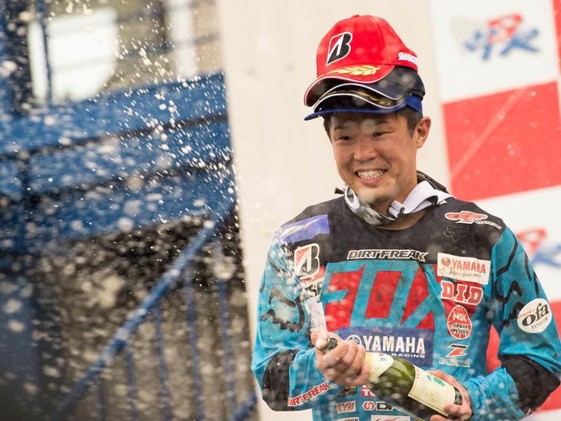 IA1:1年ぶりの全日本、第2ヒートで2位表彰台を獲得した#99平田優(YZ450FM)