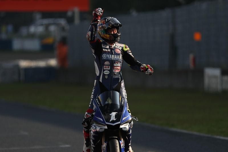 レース 1:今シーズン4勝目を獲得した#1 中須賀克行&YZF-R1