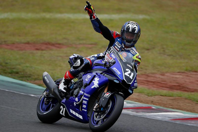 レース1:独走で今季5勝目を飾った#21 中須賀克行&YZF-R1
