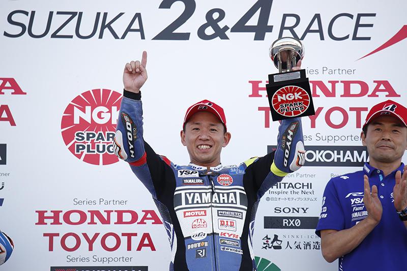 レース1:今季3連勝のYAMAHA FACTORY RACING TEAMの中須賀克行