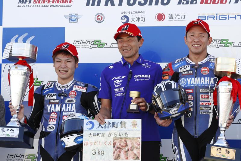 Race 1:YAMAHA FACTORY RACING TEAMの中須賀と野左根が1-2フィニッシュ