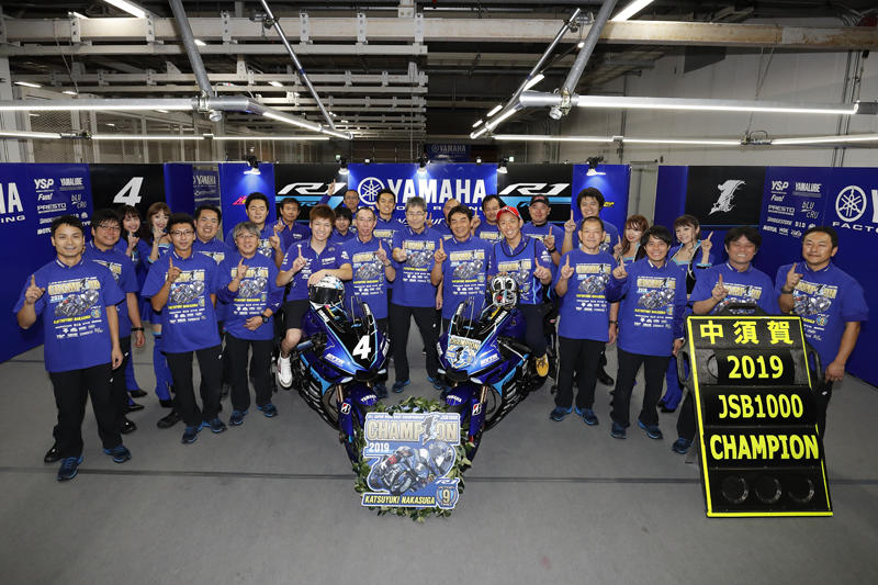 JSB1000クラス2連覇、同クラスで通算9度目のチャンピオンに輝いたYAMAHA FACTORY RACING TEAMの中須賀克行選手
