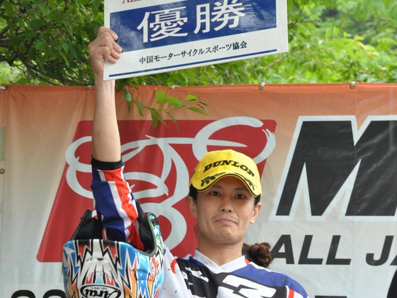 今季初優勝を飾ったヤマハファクトリーレーシングチームの黒山健一