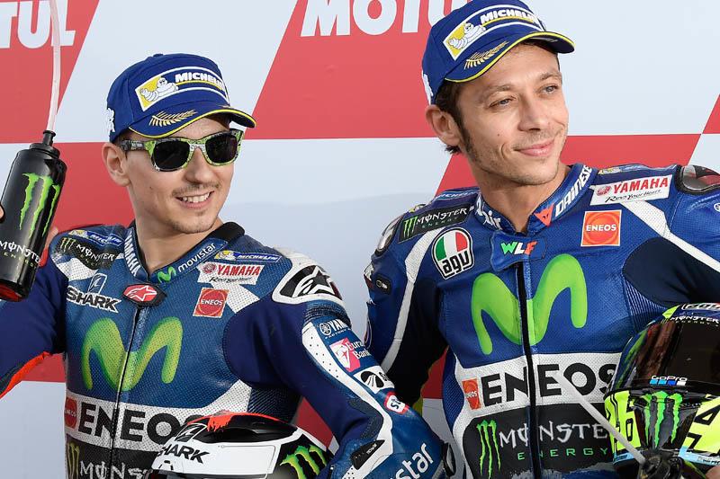 フロントローを獲得したMovistar Yamaha MotoGPの#99 J・ロレンソと#46 V・ロッシ