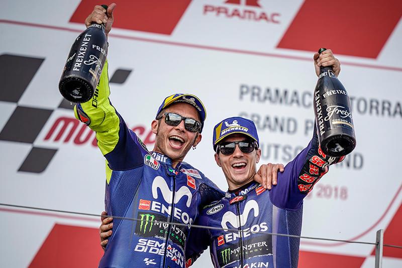 今季初のダブル表彰台を獲得した2位の#46 V・ロッシと3位の#25 M・ビニャーレス