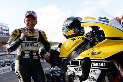 中須賀が「TOP10サバイバル」を完全制覇レース1のPPも獲得!