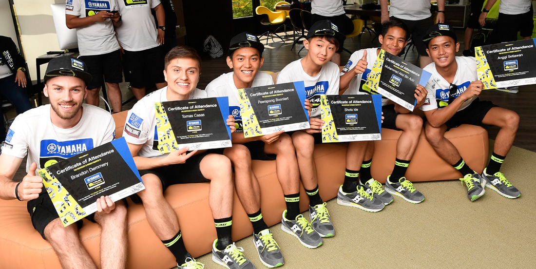 Race Ketiga Yamaha VR46 Master Camp ke Garis Finish